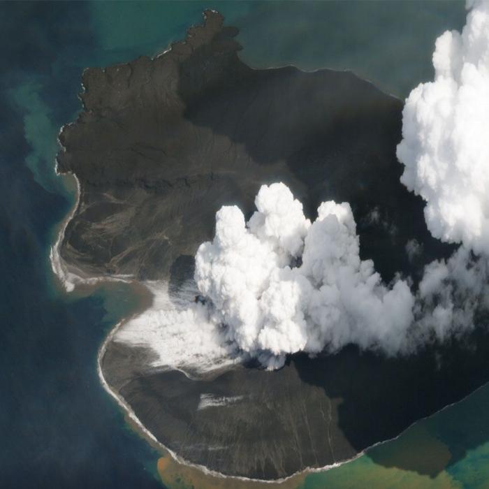 Anak Krakatau volcano: Satellites get clear view of collapse -   PHOTOS