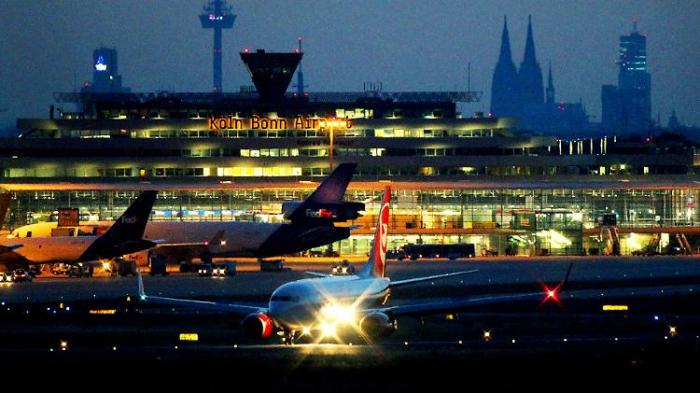 Warnstreik an Flughäfen laufen - massive Ausfälle erwartet