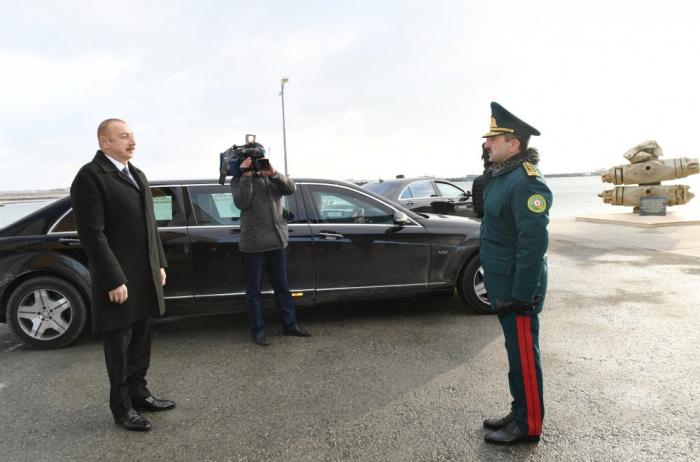 """Staatspräsident Ilham Aliyev inspiziert neu gebautes Küstenwachschiff """"Tufan"""""""