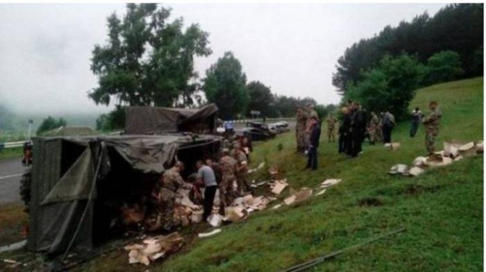 İki erməni əsgər yol qəzasında yaralandı
