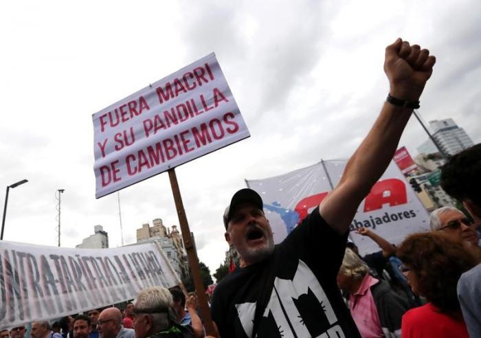 Tausende Argentinier demonstrieren gegen Sparpolitik ihres Präsidenten
