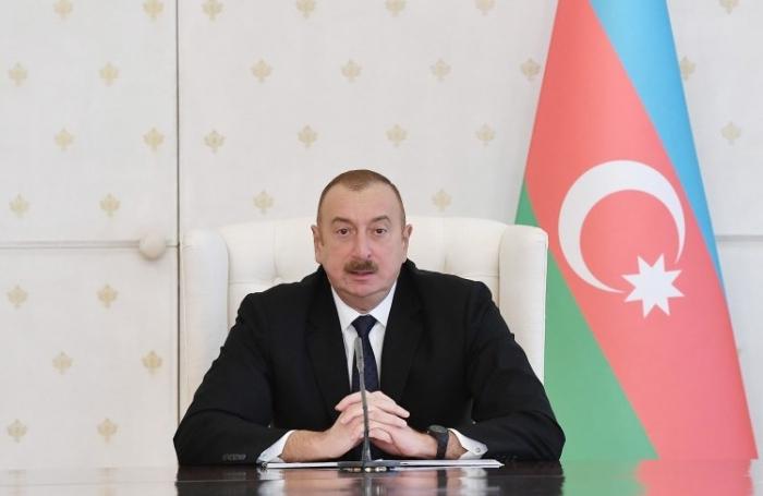 Ilham Aliyev proclame l'année 2019  «Année Nassimi»