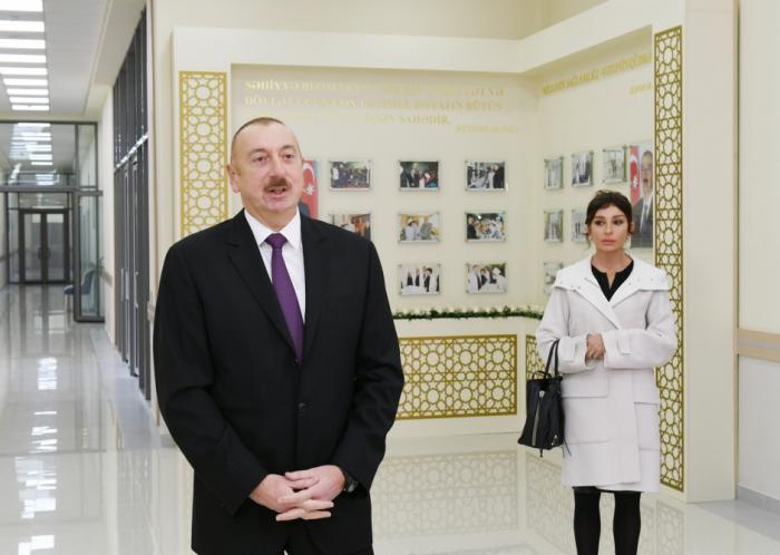 Prezident birinci xanımla xəstəxana açılışında - FOTOLAR
