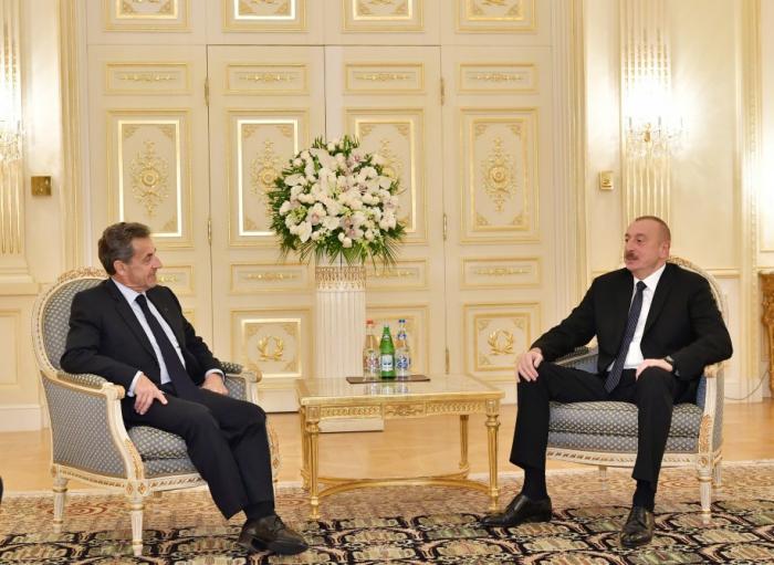 Präsident Ilham Aliyev trifft Frankreichs Ex-Präsident Nicolas Sarkozy
