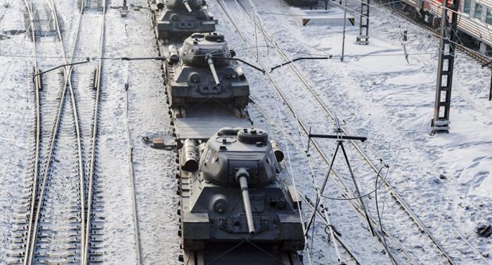 Auf dem Weg von Laos nach Moskau: Zug mit T-34-Panzern kommt nach Krasnojarsk