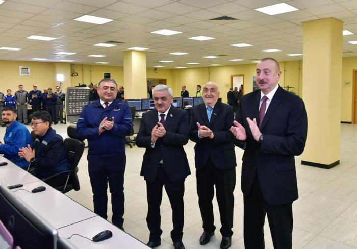 Präsident Ilham Aliyev nimmt an Eröffnung des SOCAR- Karbamid-Werkes in Sumgayit teil