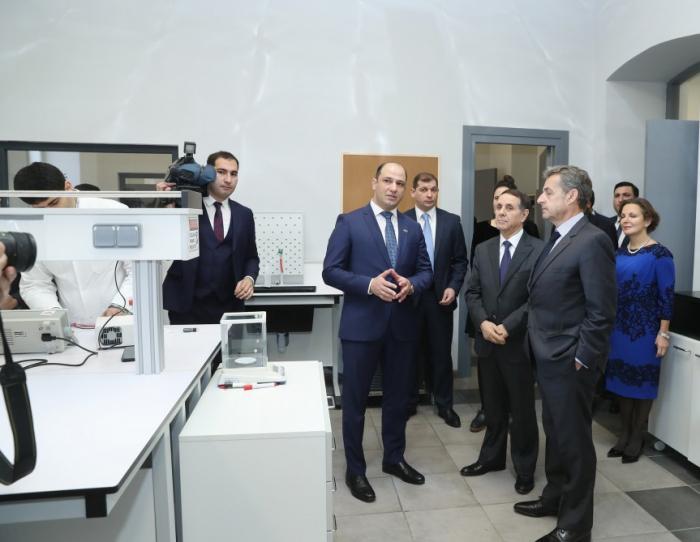 Frankreichs Ex-Präsident besucht Aserbaidschanisch-Französische Universität