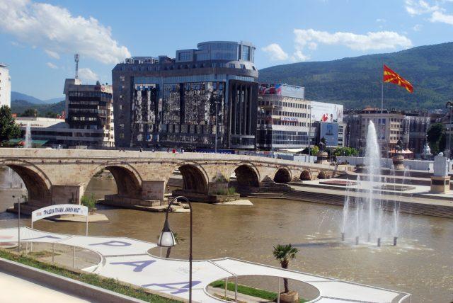 Macedonia designates Albanian as 2nd official language