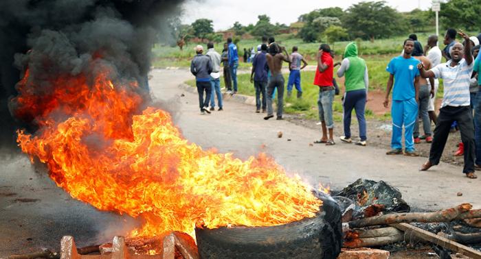 Médicos informan de 172 heridos por las protestas en Zimbabue