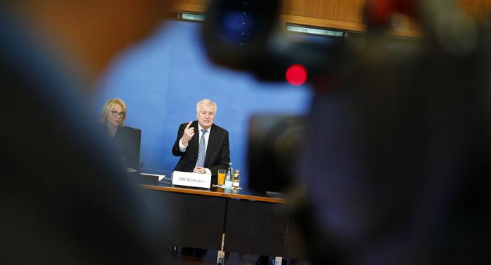 Der gläserne Bürger: Seehofers wirkungsloser Kampf gegen Datenklau