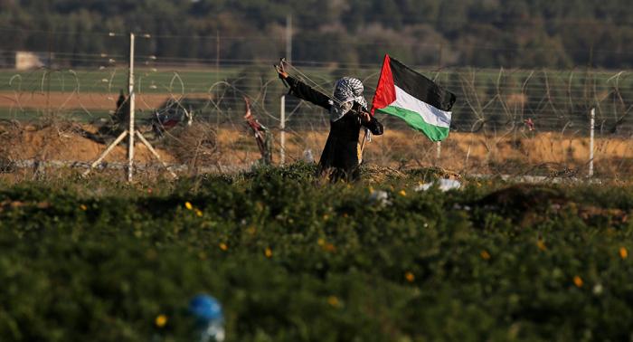 Unos 40 palestinos heridos en protestas multitudinarias en Gaza