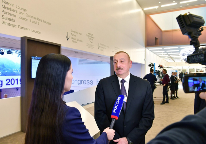 Le président Aliyev accorde une interview à la chaîne Rossiya 1 à Davos