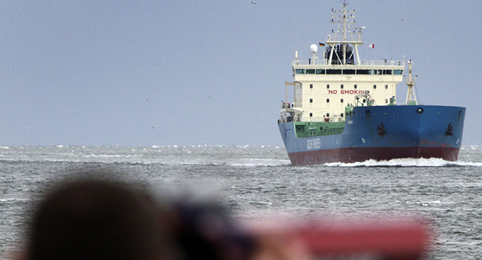 Mit 9000 Tonnen Gut beladen: Tankschiff läuft in der Elbe auf Grund