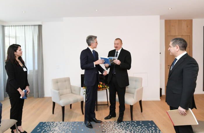 Presidente Ilham Aliyev se reúne con el CEO de SAP SE en Davos