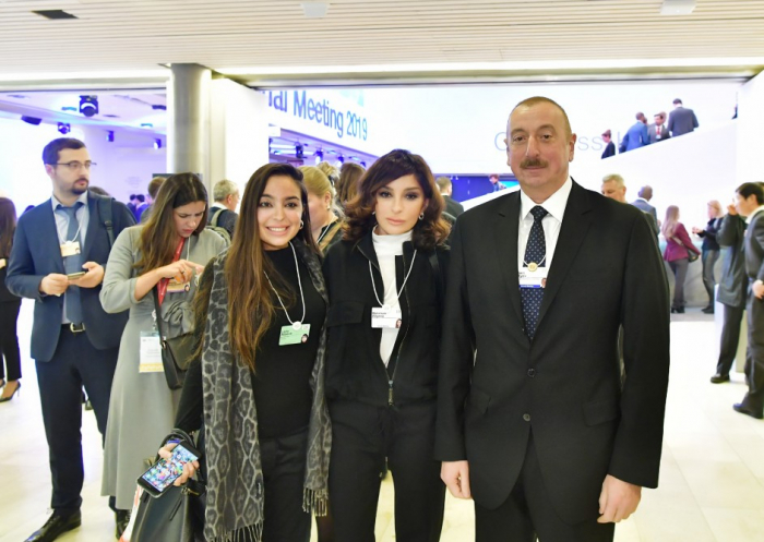 Prezident birinci xanımla Davosun sessiyasında - FOTOLAR