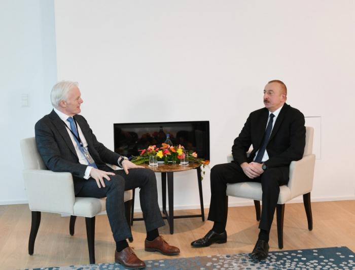 Rencontres du président Aliyev avecle vice-président de Microsoft et le PDG de Signifyà Davos