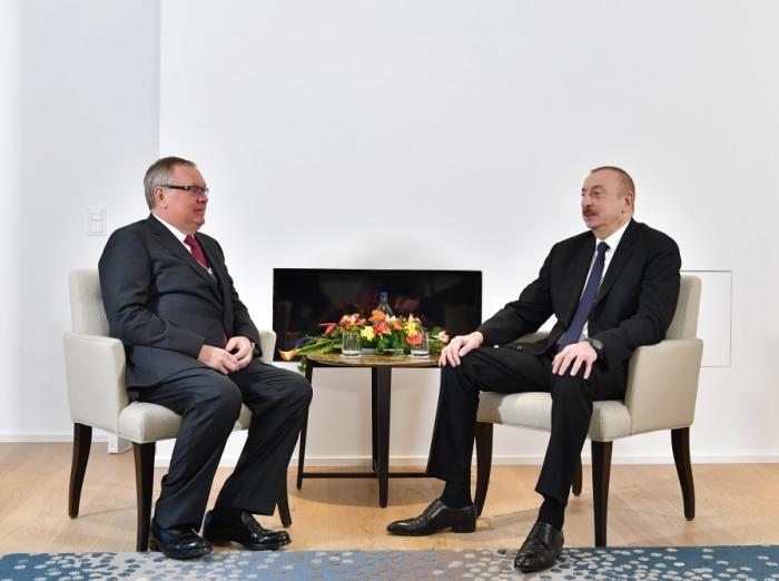 Treffen zwischen Präsident Ilham Aliyev und dem Präsidenten der VTB Bank in Davos