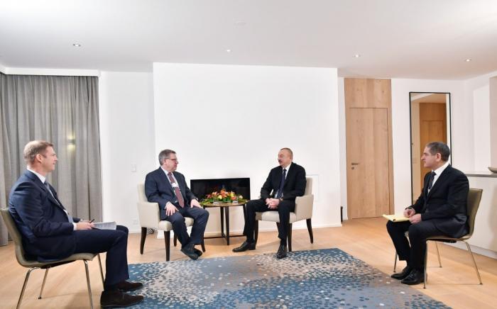 """Treffen von Staatspräsident Ilham Aliyev mit Präsident der """"Boston Consulting Group"""" in Davos"""