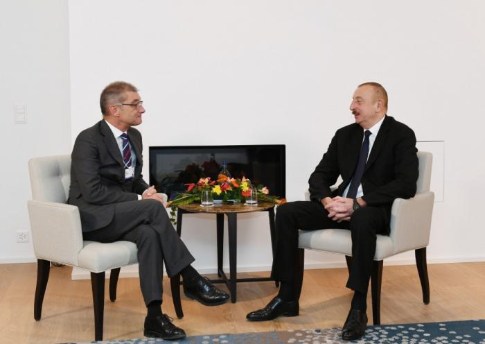 """Davos: Präsident Ilham Aliyev trifft sich mit Präsident """"Procter and Gamble Europe"""""""