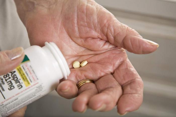 Aspirin lowers heart attack risk but raises prospect of major bleeding