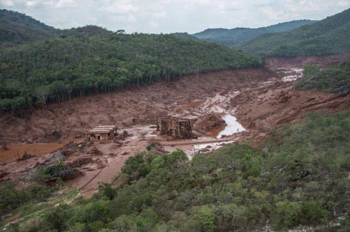 Braziliyada bənd uçub, 50 nəfər ölüb