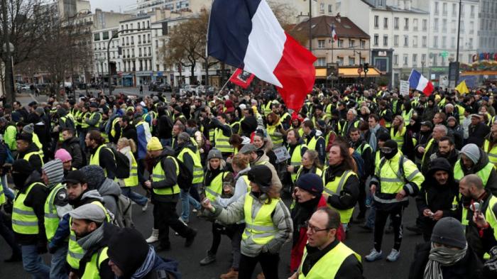 Fransada etirazçılar polis məntəqəsinə basqın ediblər