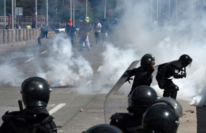 Honduras police clash with students demanding president