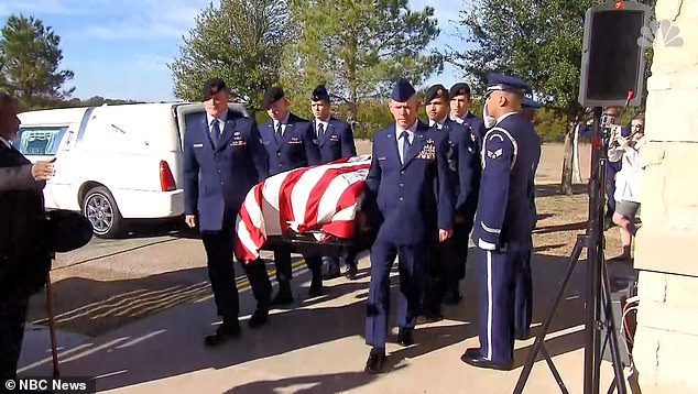 Nearly 1,000 attend the funeral of Air Force veteran after learning he had no family