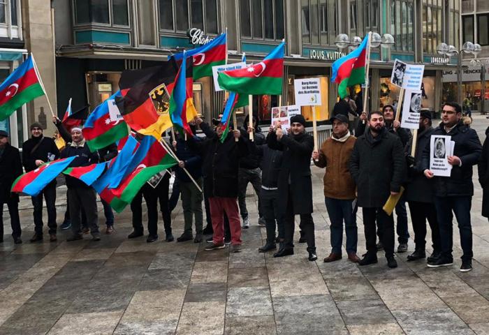 Azərbaycanlılar Almaniyada aksiya keçirib - FOTOLAR