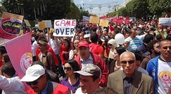 تونس: النقابات تعلن الدخول في إضراب عام