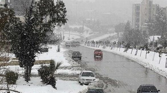الثلوج والعواصف تشل الحركة في الأردن ولبنان وفلسطين