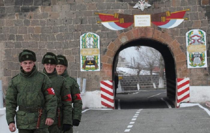 Des Arméniens exigent le retrait de la base militaire russe