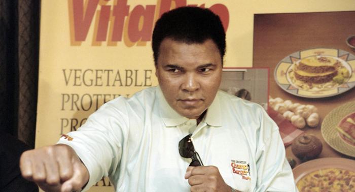 ولاية أمريكية تكرم الملاكم الأمريكي الشهير محمد علي