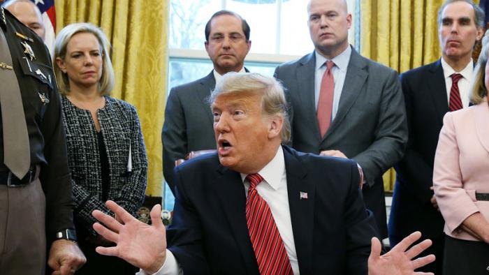 """Trump afirma que el muro fronterizo es una solución """"medieval"""" pero funcional"""