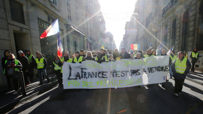 Yellow Vests hope to trigger bank run with financial protest