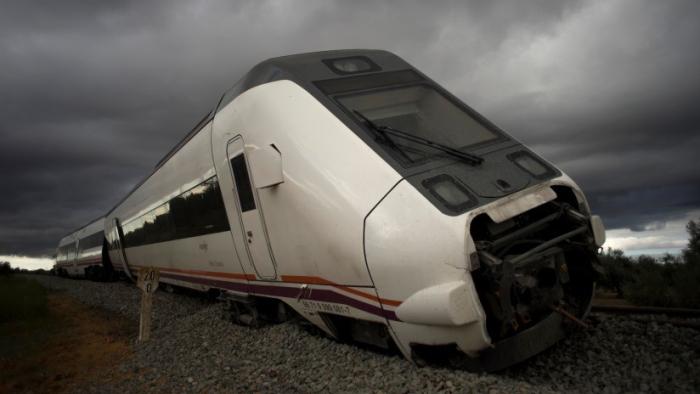 Un tren que cubría la ruta Madrid-Zafra descarrila en Toledo