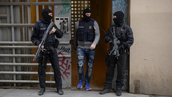 Los Mossos desarticulan una célula terrorista en Cataluña