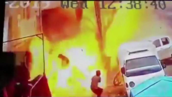 VIDEO:   El momento exacto de la explosión en Manbij que mató a varios soldados de EEUU
