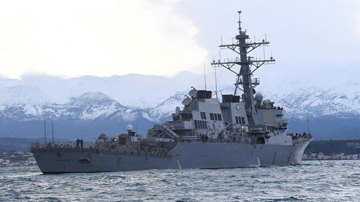 Corbetas de la Flota del Báltico rusa escoltan a dos destructores estadounidenses