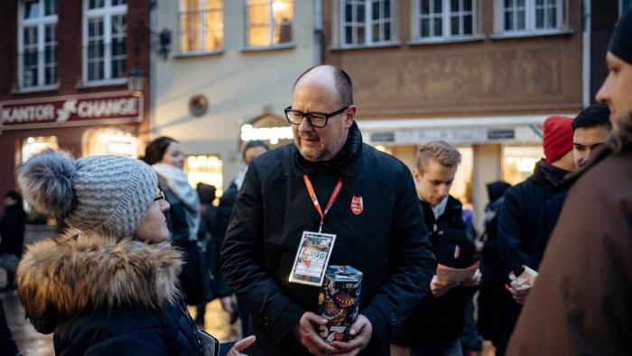 Pologne :   le maire de Gdansk poignardé