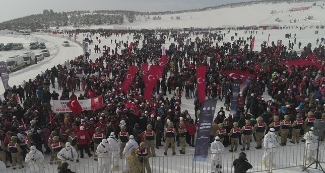 Thousands march to commemorate fallen WWI soldiers in Turkey