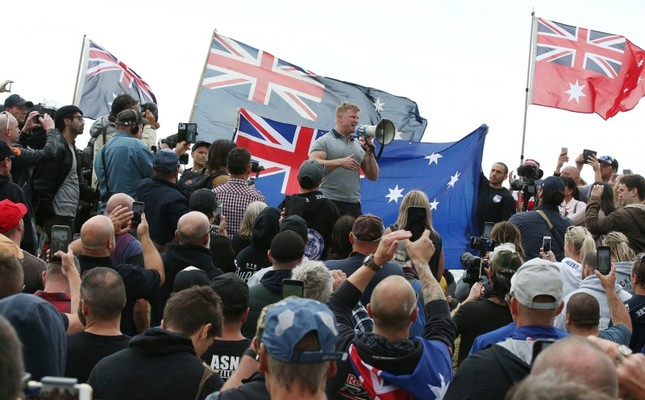 Hundreds of far-right demonstrators making Nazi salutes rally in Australia