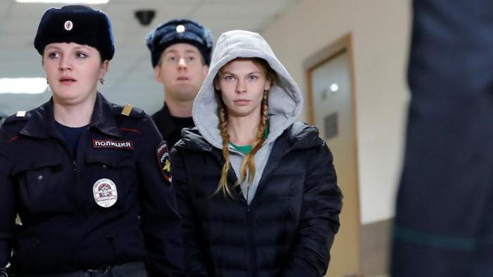 Oligarchen-Callgirl muss vorerst in Haft bleiben