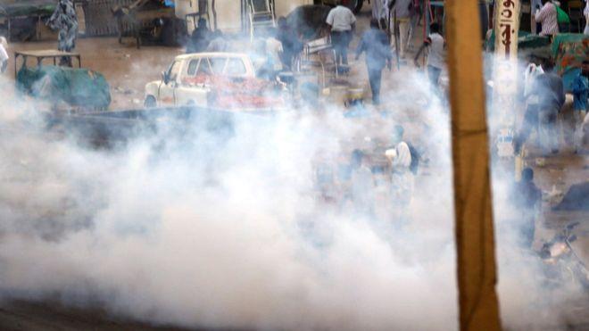 مظاهرات السودان: المطالبة باستقالة البشير في مسيرة إلى قصر الرئاسة بالخرطوم