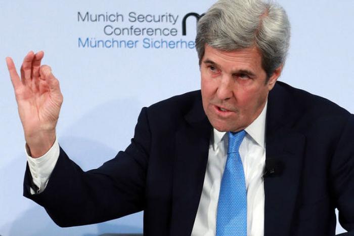 """""""Démissionnez !"""" lance John Kerry à Donald Trump"""
