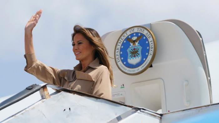 Pelosi bleibt am Boden -   Melania fliegt
