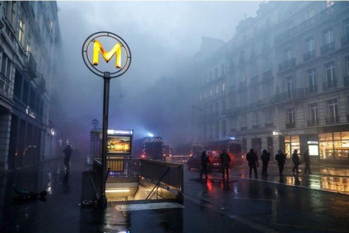 """""""Gilets jaunes"""":  des stations de métro ferméesà Paris"""