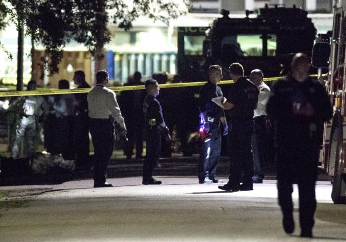 Five officers shot,   two suspects dead in Houston gun battle