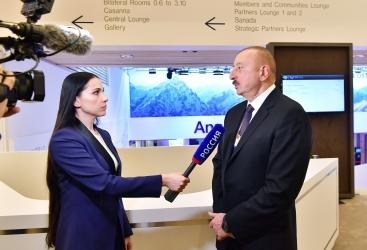 """Presidente Ilham Aliyev concede una entrevista al canal de televisión """"Rusia 1"""" en Davos"""