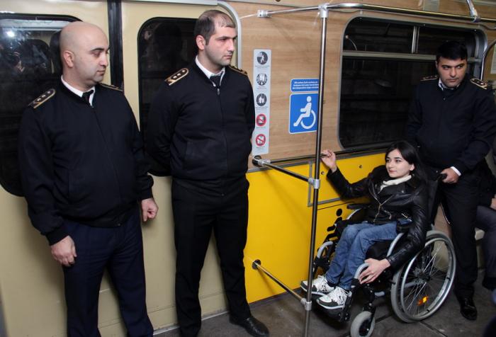 Metro vaqonlarında əlillər üçün yerlər hazırlanıb - FOTOLAR